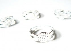 1 light silver-coloured ring blank