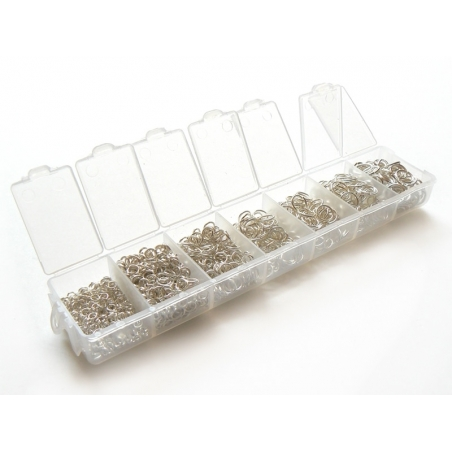 Box with light silver-coloured jump rings in 7 sizes