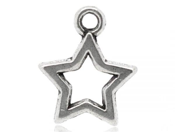 1 silver-coloured star charm