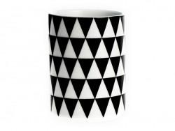 Tasse mit Graphikmuster - schwarze Dreiecke