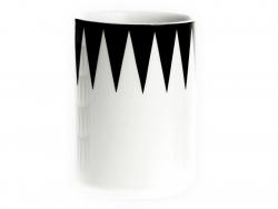 Tasse mit Graphikmuster - schwarze Dreiecke am oberen Rand