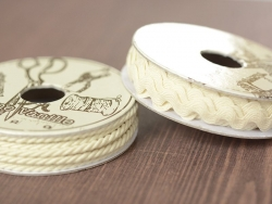 Grosgrain ribbon spool (2 m) - Rickrack (9 mm) - off-white (colour no. 051)