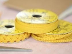 Grosgrain ribbon spool (2 m) - Rickrack (9 mm) - amber (colour no. 081)