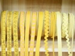 Woven Grosgrain ribbon spool (2 m) - hearts (10 mm) - amber (colour no. 081)