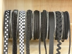 Grosgrain ribbon spool (2 m) - Rickrack (9 mm) - black (colour no. 014)