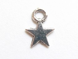 1 small star charm - silver-coloured