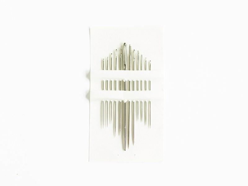 Assortment of 12 needles