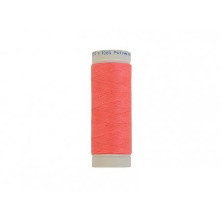 Bobine de fil rose fluo