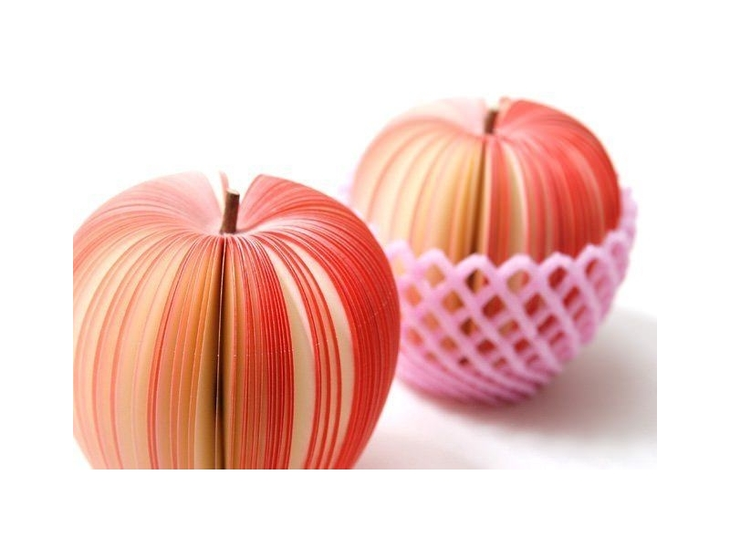 Fruit-shaped notepad - red apple