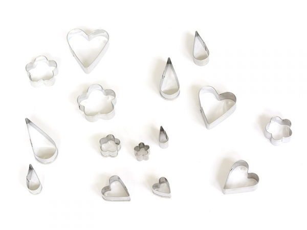 15 small biscuit cutters