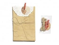 4 Geschenktüten mit einer kleinen Zierdecke und einer Wäscheklammer - Kraftpapier