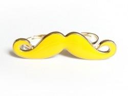 Ein gelber Schnurrbart-Doppelring