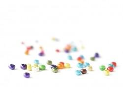 50 perles rondes multicolores en bois vernis - 4 mm
