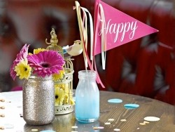 "Kleines Glas - ""Be happy"" - goldener Glitzer"