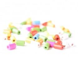 50 Perlen aus lackiertem Holz - Röhrchen (10 mm)