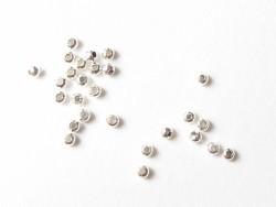 100 silberfarbene Metallperlen