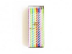 Schachtel mit 24 Kerzen in verschiedenen Farben - gelb, violett, blau, rot und grün