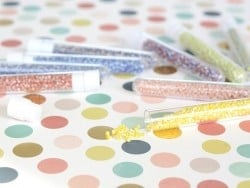 Tube de 350 perles rayées bicolores - jaune/blanc