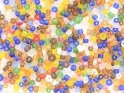 Röhrchen mit 350 durchsichtigen, matten Perlen - mehrfarbig (leuchtende Farben)