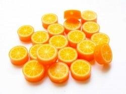 20 perles oranges en pâte polymère
