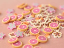 100 tranches en pâte polymère - étoiles vertes et roses