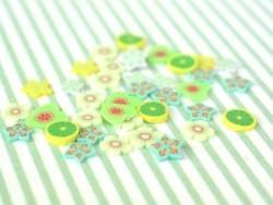 100 Polymer-Clay-Cane-Scheiben - grüne Blumen