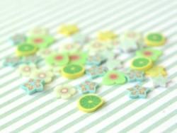 100 tranches en pâte polymère - coeurs jaunes