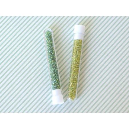 Tube de 350 perles transparentes irisées - vert sapin