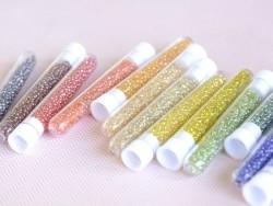 Acheter Tube de 350 perles transparentes lustrées - jaune - 0,99€ en ligne sur La Petite Epicerie - Loisirs créatifs
