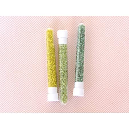 Acheter Tube de 350 perles transparentes lustrées - vert sapin - 0,99€ en ligne sur La Petite Epicerie - Loisirs créatifs