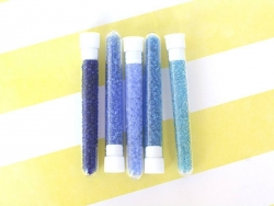 Röhrchen mit 350 durchsichtigen Perlen - pfauenblau