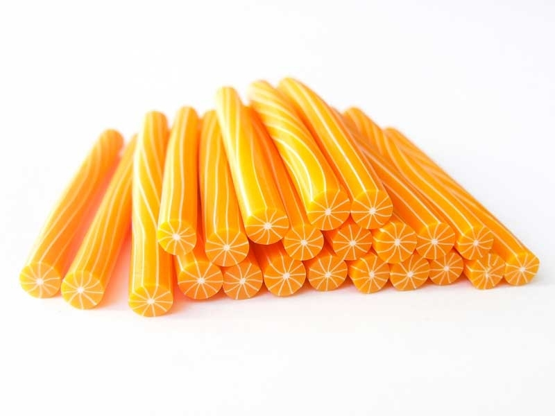 Cane orange pelée -