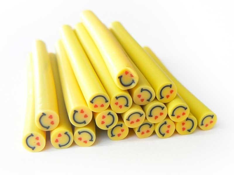 Acheter Cane sourire Jaune amoureux- en pâte polymère pour le modelage - 0,49€ en ligne sur La Petite Epicerie - Loisirs cré...