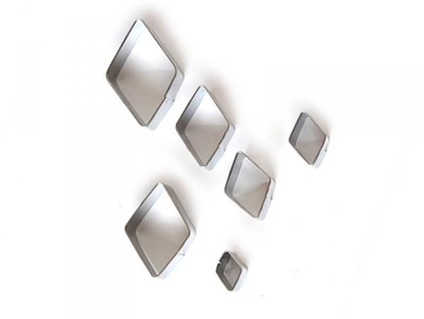 6 emporte-pièces losanges en métal
