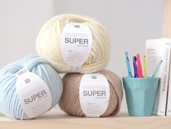 "Laine à tricoter ""Essentials Super"" - bleu clair"