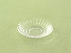 Assiette ronde à bord ondulé - transparent