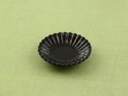 Assiette plastique noir à bord ondulé