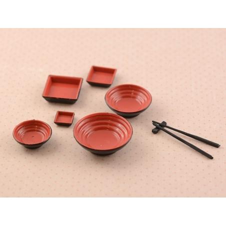 Vaisselle et baguettes noir et rouge miniature