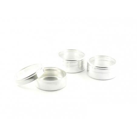 12 petites boîtes métallisées