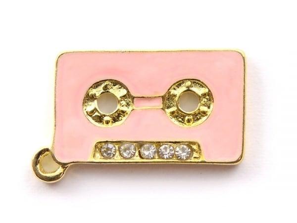 Breloque émaillée - cassette audio rose