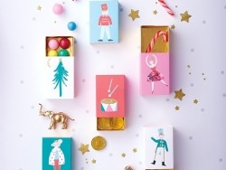 6 gift boxes in the shape of matchboxes