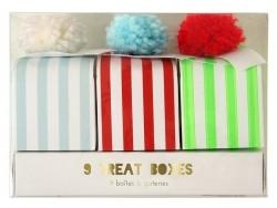 9 boîtes à pompons