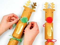10 DIY crackers in the shape of reindeers