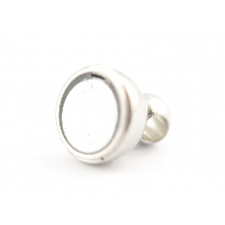 1 small round magnetic clasp - light silver-coloured