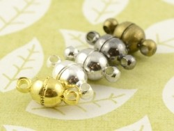 1 small round magnetic clasp - gold-coloured