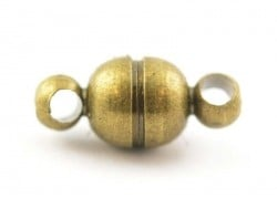 1 small round magnetic clasp - bronze-coloured
