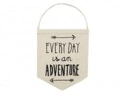 Suspension fanion en tissus - Everyday is an adventure