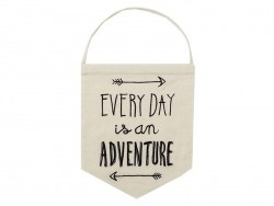 Suspension fanion en tissus - Everyday is an adventure
