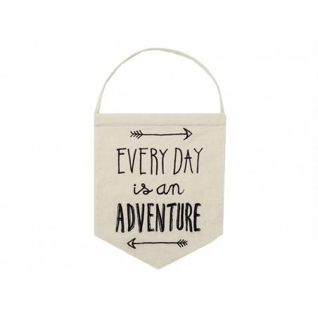 Suspension fanion en tissu - Everyday is an adventure
