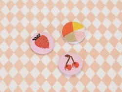 broche brodée - fraise